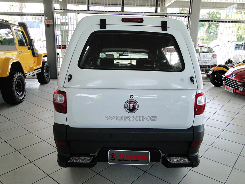 Autom&oacutevel camioneta-fiat-strada-working-2016-4
