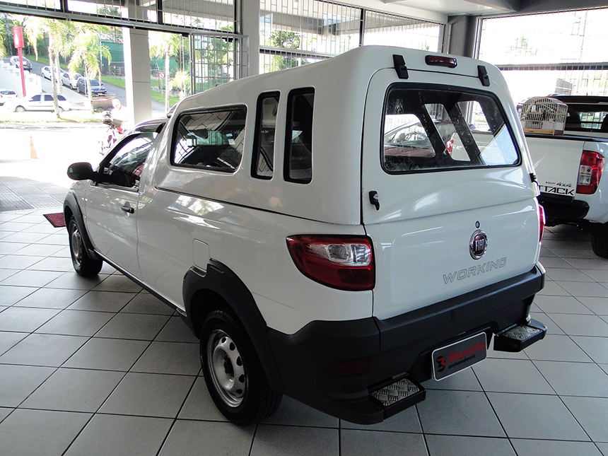 Autom&oacutevel camioneta-fiat-strada-working-2016-5